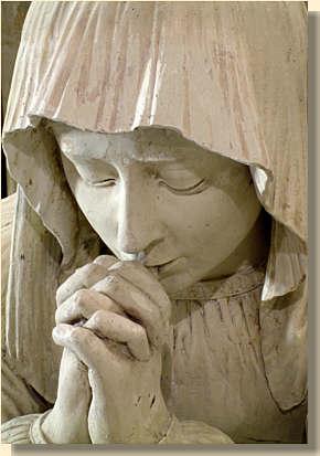 Statue faisant uneprière